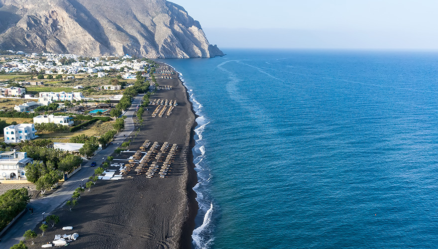 Black-sand-beach-in-Perissa-Santorini